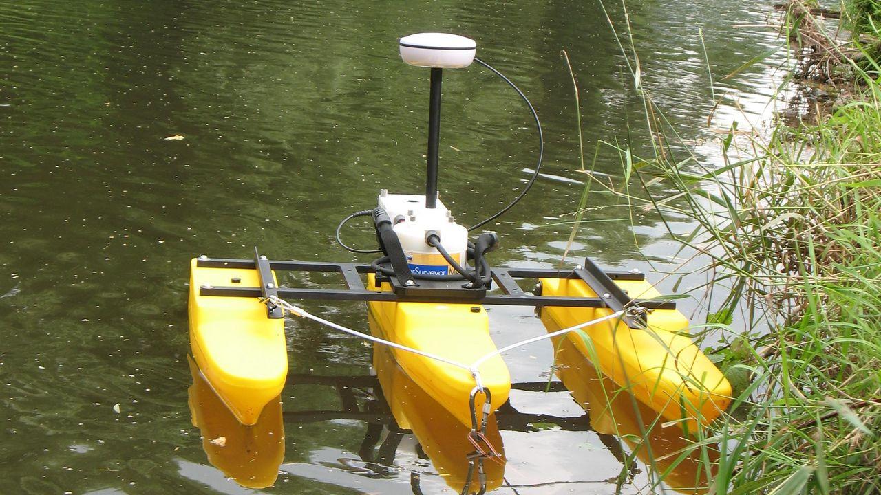 ADCP-Messgerät auf Gewässer
